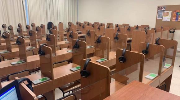 Instalación de Laboratorio de idiomas en UGR Facultad de filosofia y letras